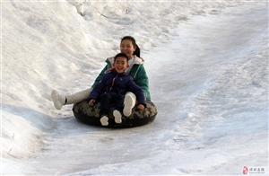 滑雪健身度春节