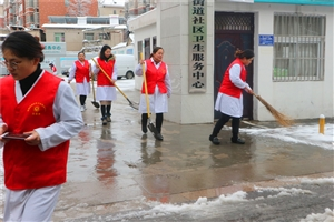 雷锋的精神――志愿者扫雪忙
