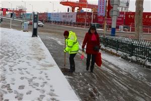 春节下小雪――辛苦了环卫工人