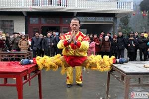本乡本土民间艺人为新春佳节而增辉