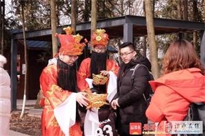 天生桥景区春节活动吸引八方游客