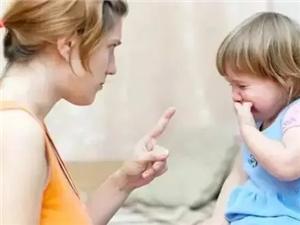美�O天使:孩子又哭又�[,�@�犹�理最省心
