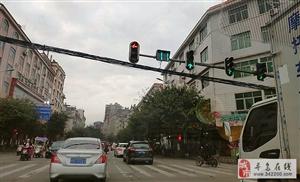 好消息!寻乌这些路口实行智能调整红绿灯配时,大大提高了通行效率,显著减少了交通拥堵!