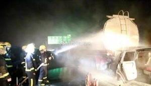 近日!澳门威尼斯人游戏高速公路上两车追尾发生火灾!幸亏了他们...
