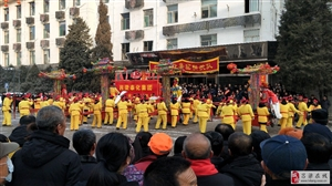 中国主页皇冠:正月十五扭秧歌,红红火火闹元宵