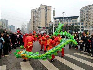 元宵节,台湾快三app下载官方网址22270.COM顺空前热闹!男女老少全民出动…整座城都沸腾了!