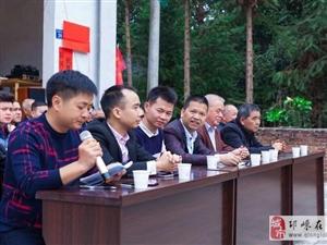 深圳叶国文先生当选福建平和芦溪花眉桥公益理事会会长,现场为老人发放红包