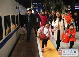 全国铁路迎来新一轮春运客流高峰