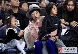 终于看到孙俪和邓超两个宝贝最清晰的正面照了,等等帅小花更可爱