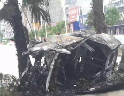 """""""大岭建材市场5人车祸被烧身亡""""原因初步查明:司机涉嫌酒驾、超速"""