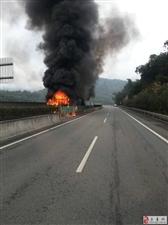 突发!莆永高速东平路段多部货车着火,火势已扑灭...