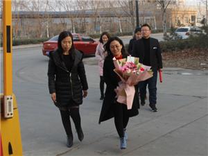 阜城58岁女士刚住进医院就有人送来5.5万元,出院还有专车和专护送到家