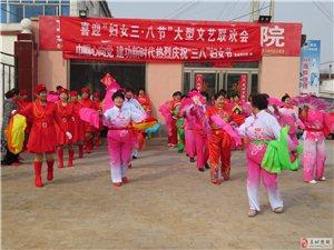 """阜城县惠民艺术团协同县妇联在东街搞起""""喜迎三八妇女节""""联欢会"""