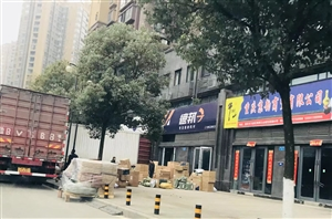 江山城人行步道堵塞和严重破坏