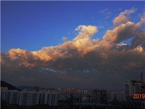 早晨,昭��F彩云,�y得一�