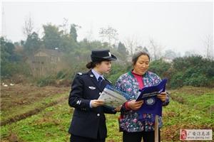 协兴公安巾帼女警开展法治宣传进农村活动