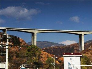 走在昭威高速公路外,拍�z高速公路景