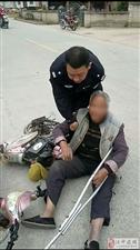 汉中民警路遇车祸忙救援