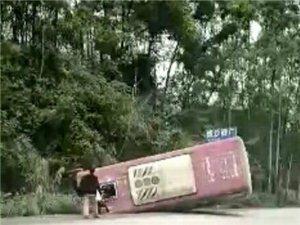 今天亚游又一起车祸,这次是公交车……