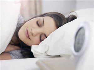 不论男女,;睡觉时满足这4个特征,;说明身体很健康,;易长寿!