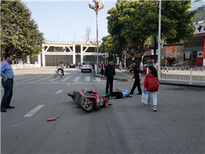 城管积极妥善处理交通事故受好评