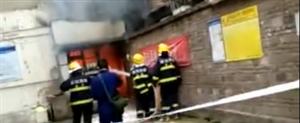 蓬溪某小区居民楼突发火灾事发房间被火