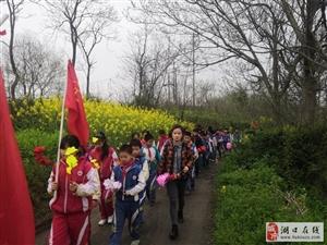 张青小学举行清明祭扫烈士墓活动