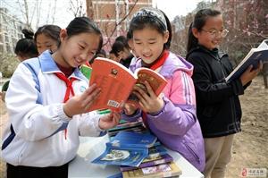 """国际儿童图书日  小学生 """"悦读""""春天里"""