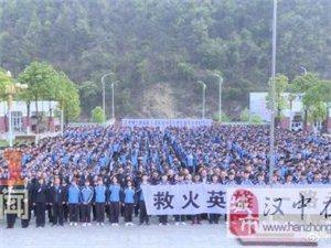略��h天津高�中�W全�w��生悼念�缁鹩⑿鄹呃^�N