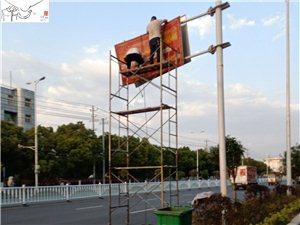 网友反映的三环路摇摇欲坠的广告牌现已拆除
