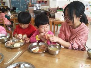 广饶经济开发区中心幼儿园落实陪餐制度