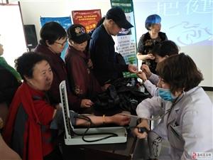 东安社区开展爱国卫生月义诊活动