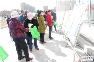东安社区开展爱国卫生月宣传活动