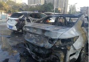 宿州:突发!就在今早,就在这里,一辆轿车自燃!
