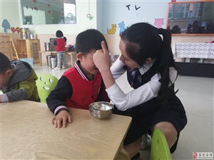 食品安全系心间 ――富顺启晨幼儿园进行食品安全应急演练。
