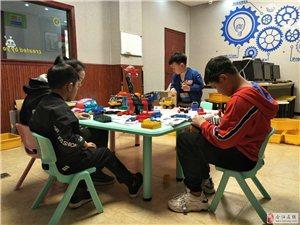 �P凰�C器人(合江)��客中心,以��新教育模式入�v合江