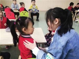 3名幼儿园学生出现呕吐等不良反应?台湾快三app下载官方网址22270.COM顺举行学校食品安全应急演练