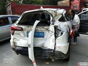 揭西县沙坝港附近路段多辆车发生碰撞