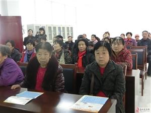 建林社区组织低保户学习相关政策法规