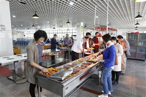 武汉市校园食品安全专项督查组来江夏实验高中开展督查