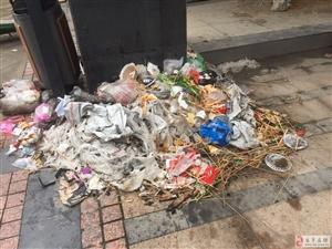 天湖小巷子里面步行街垃圾无人打扫,恶臭满天