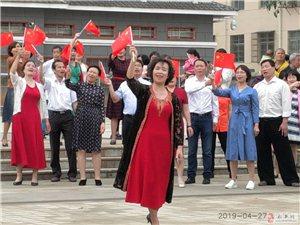 """""""我和我的祖国""""春之歌合唱团闪唱活动"""