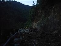 【百姓爆料】我市通往太阳山景区山路发生塌方,抢险工作正在进行中。。。