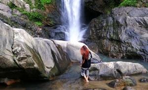 徒步���w寨瀑布上游