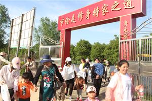临泉这所学校厉害了,自建100多亩实践基地,还带孩子们玩这个!