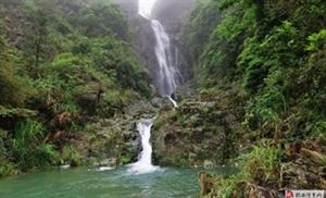 雨�F中的大北山水口�瀑布