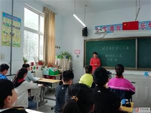 """新濠天地网站市第三小学召开""""感恩母亲;;孝心飞扬""""主题队会"""