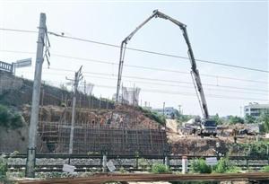 子陵立交桥预计9月底半幅通车为荆门首座公路钢箱梁大桥