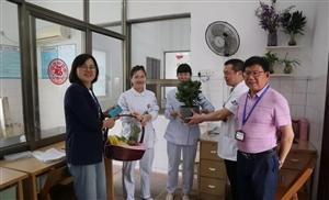 """心的凝聚,力的较量——开化二院开展拔河比赛欢庆""""5.12""""国际护士节"""