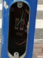 仁寿南区这个地方好危险,都是幼儿园的娃儿,摸到触电咋整!